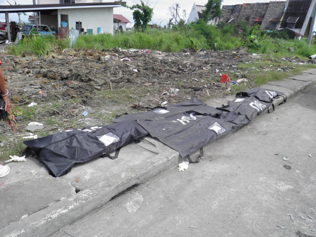 10-Tacloban-Bodies-are-still-being-found-even-three-months-later